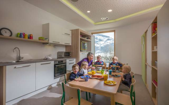 Kinder spielen im Alpin Family Resort Seetal