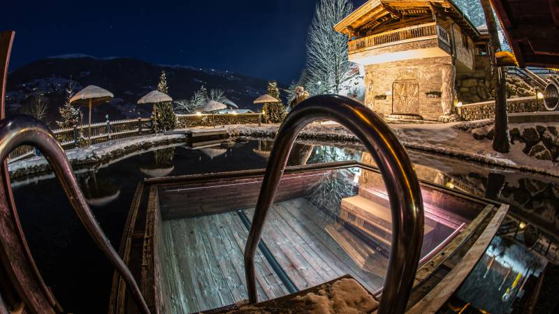 Naturbadeteich im Alpin Family Resort Seetal im Winter